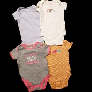 👑3/35👑 CARTERS four piece set - 3 months